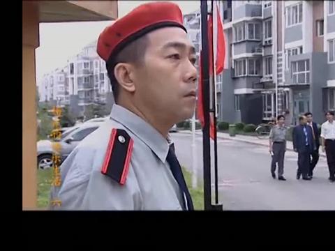 杨光的快乐生活:杨光站岗,被富公子称赞是艺术,太抽象了!