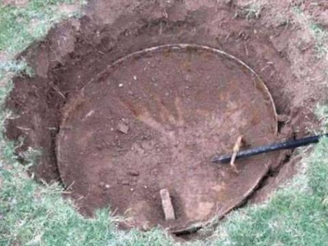 男子在家清理草坪发现奇怪的盖子,打开后发现其中暗藏玄机