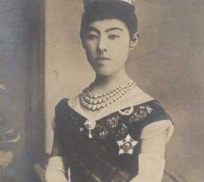 美智子皇后被恶婆婆折磨成抑郁症,不和天皇合葬,她如何对儿媳妇