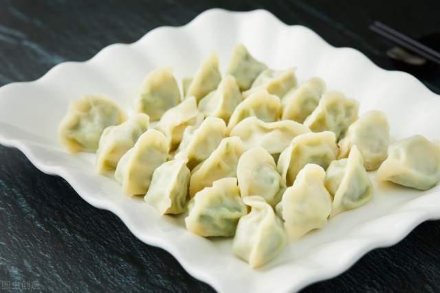 荠菜包饺子,到底要不要焯水?牢记3个步骤,饺子鲜香多汁不涩嘴