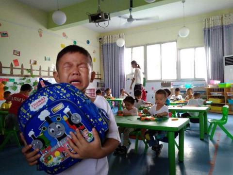 """4岁男孩被嘲""""臭鼻子"""",1年后鼻腔取出一物,医生:还算及时"""