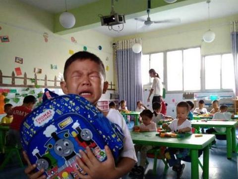 """4岁男孩被称""""臭鼻子"""",1年后鼻腔内发现元凶,照顾孩子莫大意"""