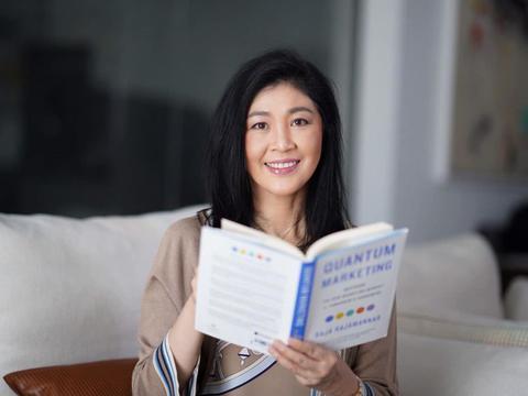 英拉再次露面,很开心地分享了一本书,鼓励大家追上社会发展潮流