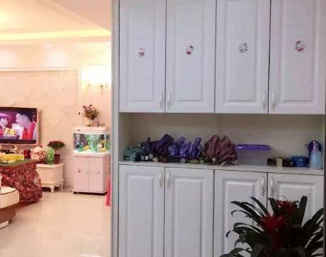 晒晒朋友的新房,头一次见吊顶装反光镜,连衣柜里也藏了浴室!