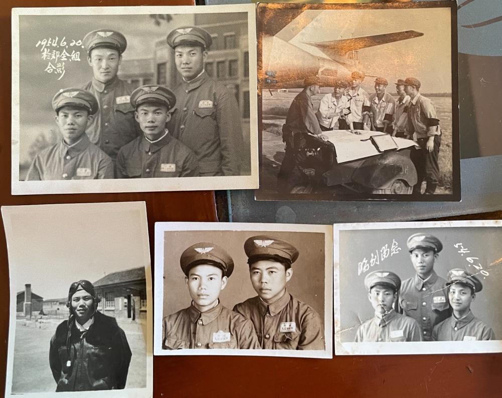 吴多春与战友们的老照片