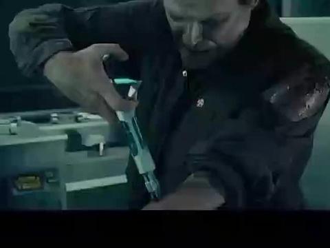生化危机,博士疯狂注射血清,下秒变异长三个触角,瞬间秒杀上司