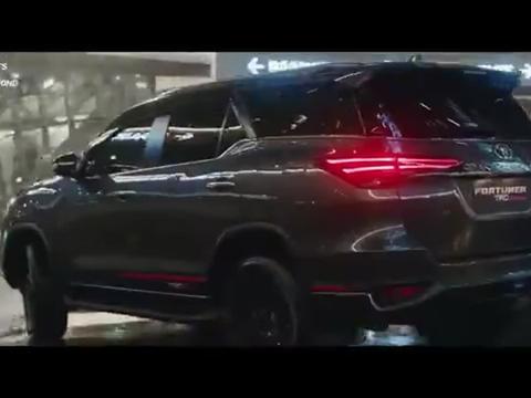 2020款ToyotaFORTUNERSUV大灯展示