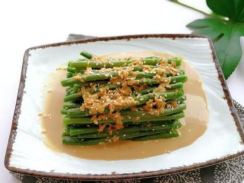 夏天吃豇豆,2块钱一斤,用麻汁一拌,香浓脆爽,比拌黄瓜也不差