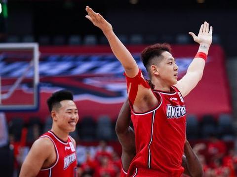 沈梓捷:中国篮坛伯乐4次上门游说,被美国教练称为中国大鸟