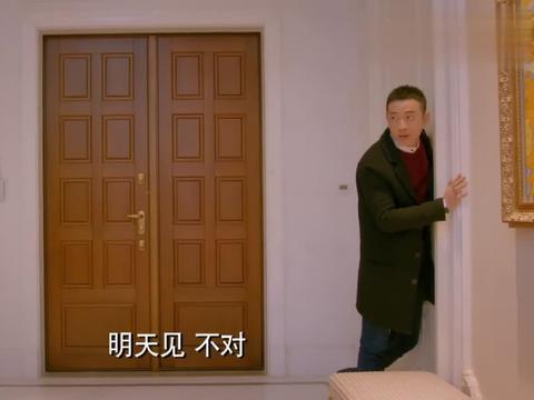 克拉恋人:奕明被高雯亲,后提出要搬走,米朵和高雯劝其留下来