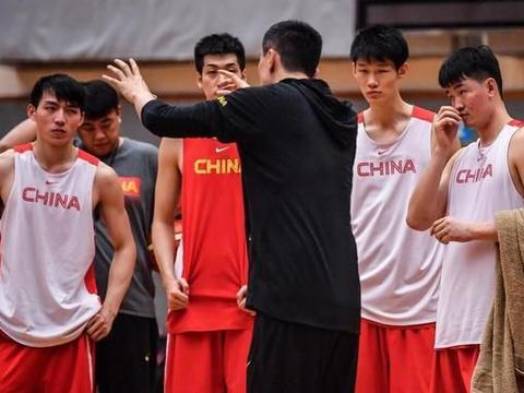 杜锋,李春江,雅尼斯谁是你心目中的国家队教练?看下面分析