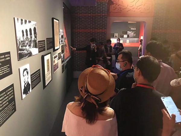 """""""寻访上海成长轨迹之旅""""从上海市历史博物馆启程"""