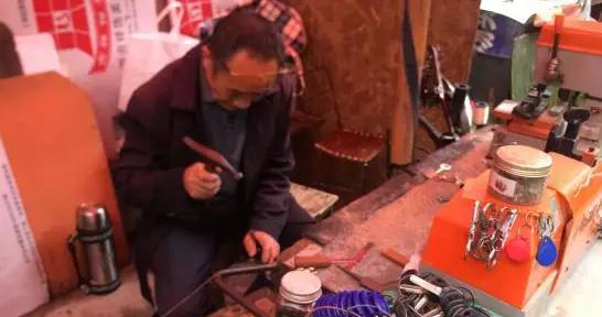 那些被遗忘的老手艺 黄平小巷中的修鞋匠