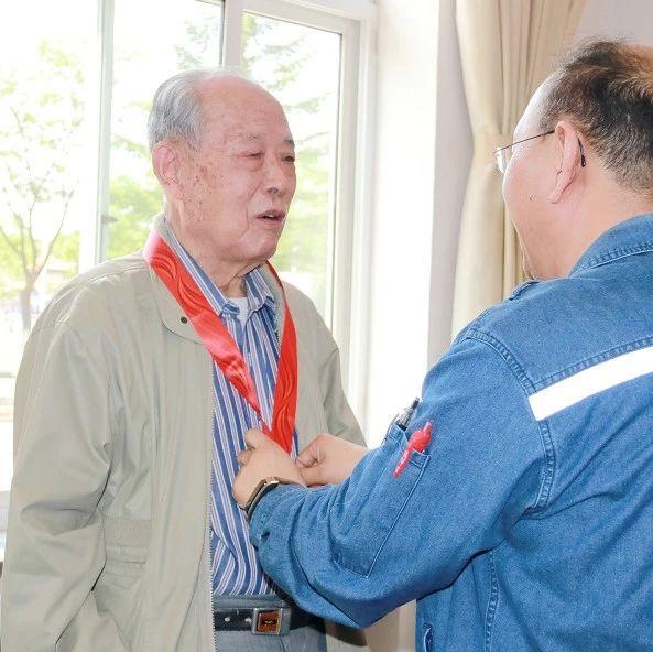 """辽阳市""""光荣在党50年""""纪念章颁发工作正式启动"""