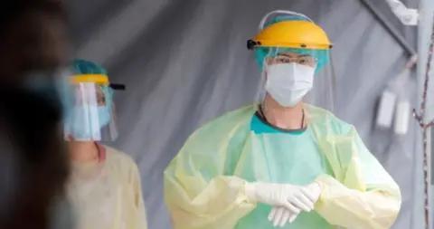 疫情中遭遇暴力、歧视对待 台医护人员现离职潮