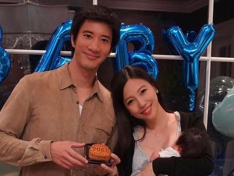 两年无再晒合照 王力宏与太太李靓蕾惹婚变揣测