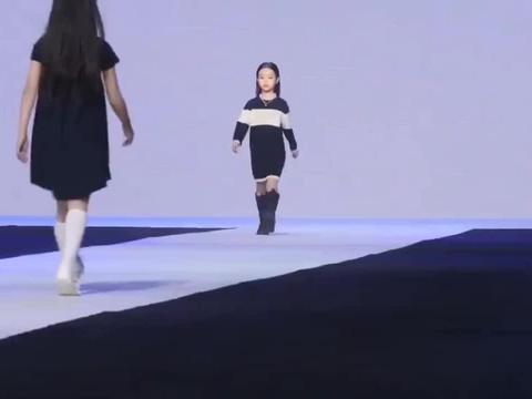 盘点星二代走秀合集:甜馨台风稳健气质出众,钟丽缇女儿最霸气!