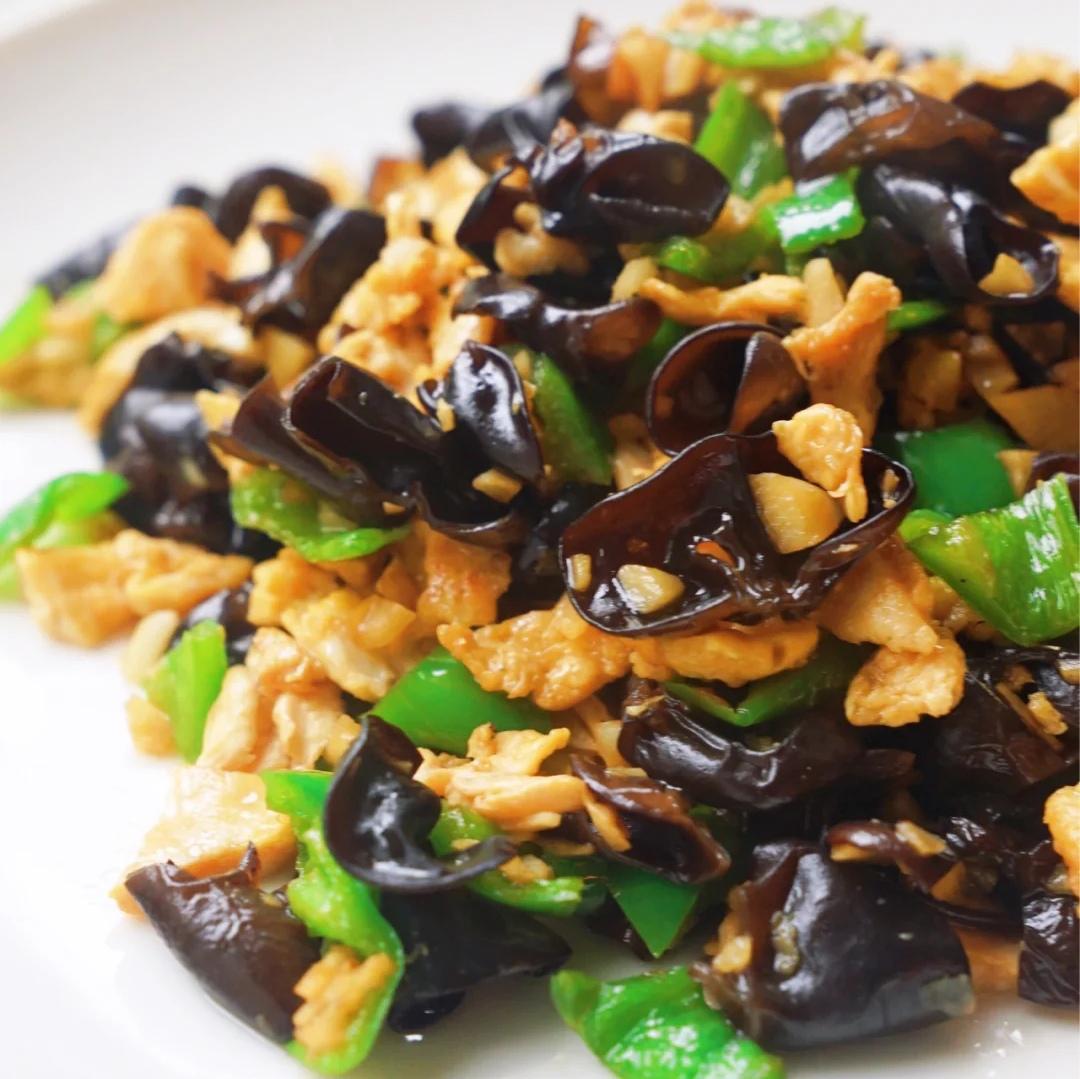 美食家常菜推荐:农家小炒肉,黑木耳炒鸡蛋青椒,炒香辣虾仁
