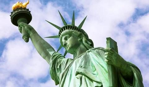 缩小版自由女神铜像从法国启程前往美国 借给法驻美使馆摆放十年