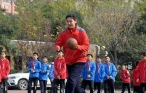 """中国女篮""""巨无霸""""新星,身高2米30,未来可再现姚明时代?"""
