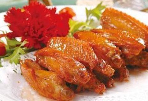 美食推荐:五花肉香煎豆腐煲,蒜泥白肉,牙签牛肉,酱香鸡翅