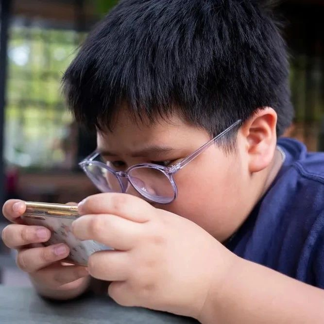 我国儿童青少年近视患病率已超60%,低龄触网严重、睡眠不足 | 美通社头条