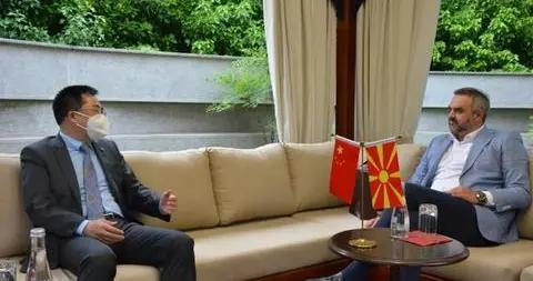 中国驻北马其顿大使张佐同北马广电21广播电视台友好交流
