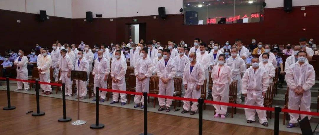 海南省一中院一审公开开庭审理王维挺等44人涉黑案