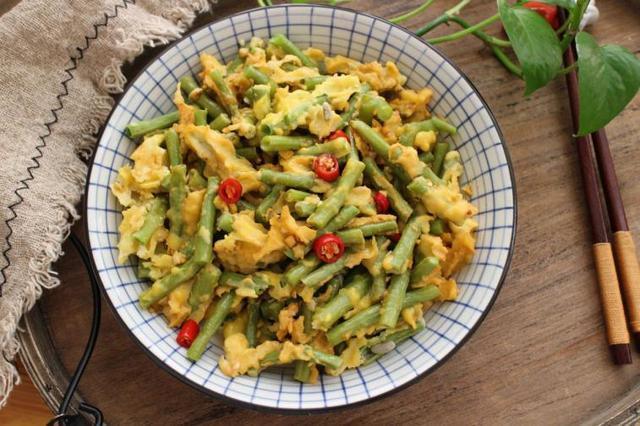 美食推荐:青椒苦瓜,鸡蛋蒸豆角,双椒手撕包菜,茼蒿嫩豆腐