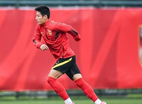 武磊两场进三球已是国足前场大腿,还记得王霜是如何鼓励他的吗