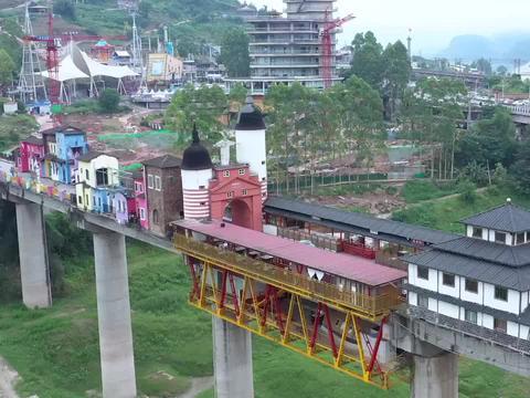 重庆涪陵发现一座小镇,竟建在大桥上,看着有点悬