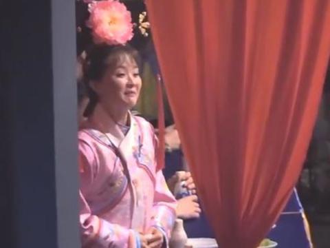 王艳穿格格装现身街头,眼窝凹陷皮肤松弛,这才是47岁真实模样!