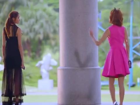 两大校花一个黑色蕾丝,一个芭比粉!