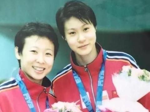 女排奥运冠军队长,远嫁泰国排球主教练,混血儿子卷发太像她了