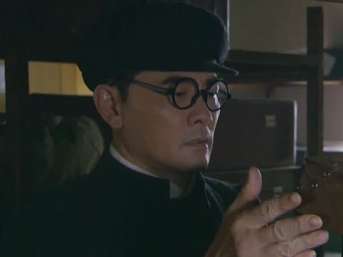 溥仪把乾隆皇帝玉玺捐献给国家,首长收到盒子后,问这是什么?