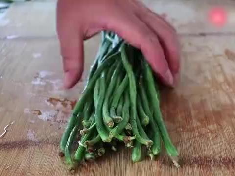 原来豇豆和西红柿真配,快速营养还下饭,老婆点名这样做