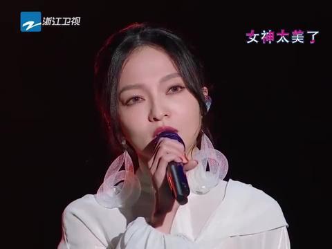 张韶涵炎亚纶同台深情合唱,全程无眼神交流,网友:这是怕心动吗