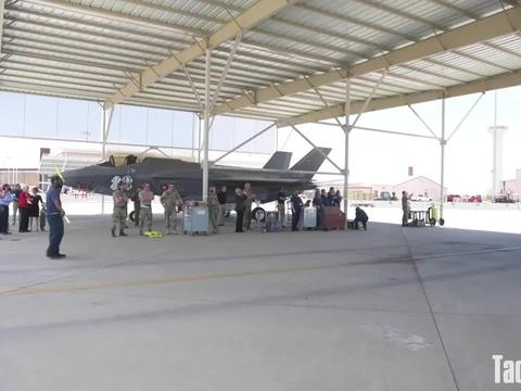 丹麦空军飞行员驾驶F-35A在卢克空军基地降落(3366)