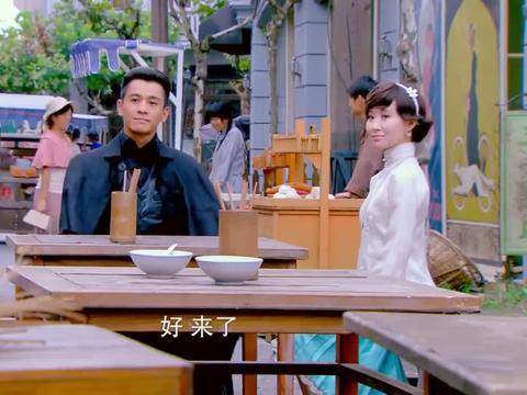 周霆琛带佟毓婉街边吃馄饨,一碗馄饨两个小勺,两人还抢着吃!