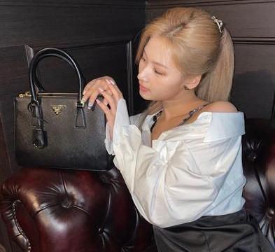 韩国带货女王孙艺珍、徐玄、Lisa,背不腻黑色系爆款包盘点