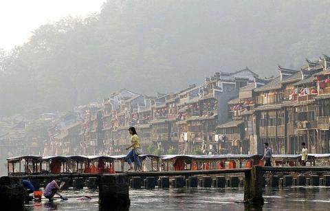 湖南凤凰古城,一个著名景点,为什么变得无人问津了