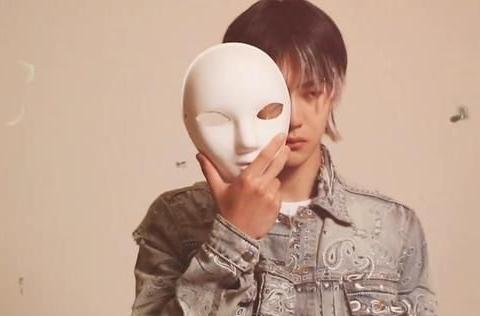《街舞4》王一博加盟,官宣海报小细节,播出时间推迟到八月