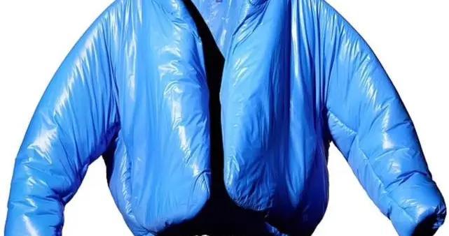 GAP在侃爷生日当天发布新款夹克为其庆生,几个小时就被抢购一空