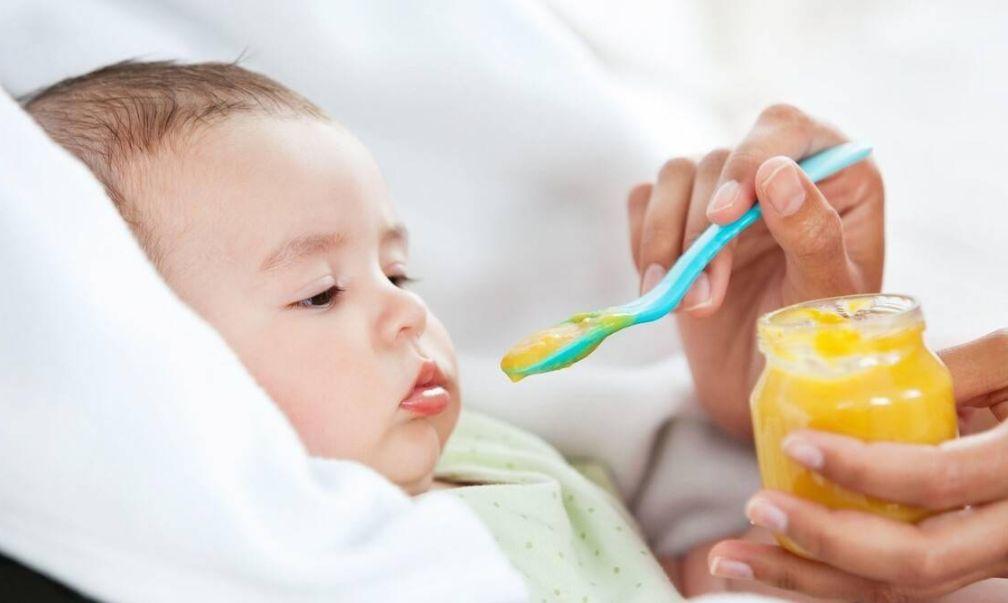 小婴儿什么时候吃盐比较好?吃盐太早有弊无利,家长尽量再等等