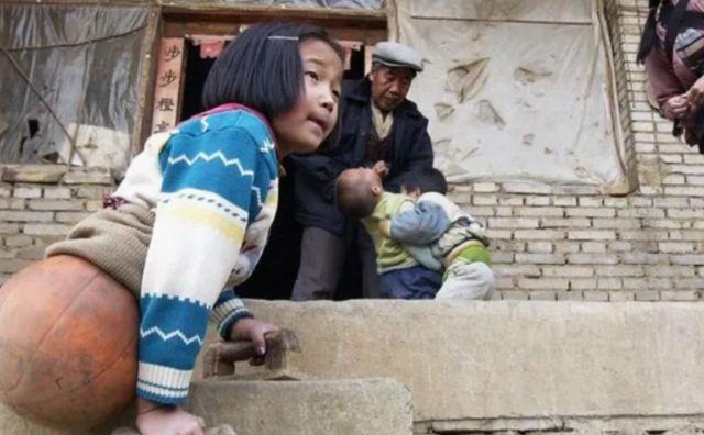 钱红艳在21年前半截身躯,但活成令人羡慕的样子,却不敢谈恋爱