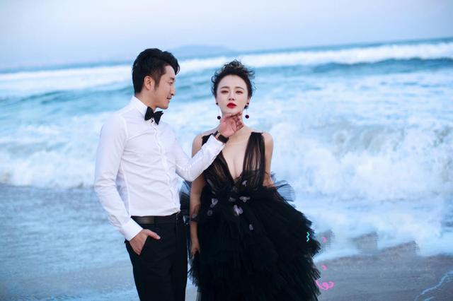 中国拳皇邹市明,娇妻身材颜值超高,如今39岁身价过亿