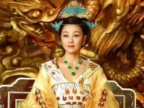 倪萍年轻时的古装太惊艳了,搭配翡翠珠宝,母仪天下的味儿出来了