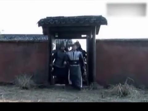 少侠城隍庙捉拿神秘人,哪知神秘身竟是绝世高手,伤不了分毫
