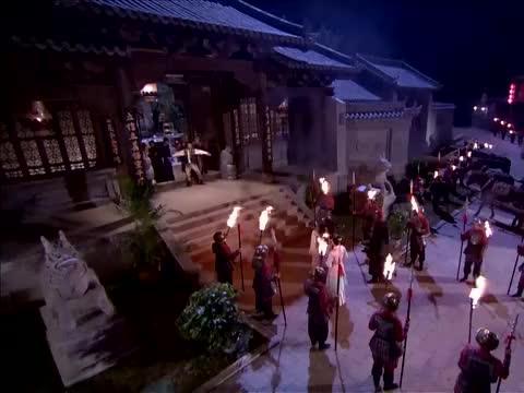 大家打开门,却发现许多官兵,杨思维拉走了八斗