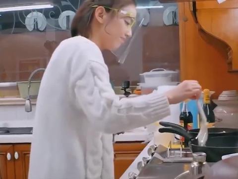 妈妈是超人:黄圣依邓莎各忙各的,两个都是厨房黑洞!